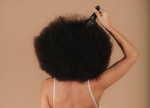 lavar cabelos cacheados